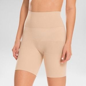 NWT Assets By Spanx Mid Thigh Medium